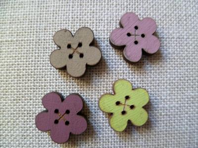 Lot de 4 boutons fleurs simples 01