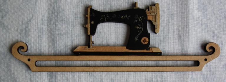 Cintre Machine à coudre peinte 20cm