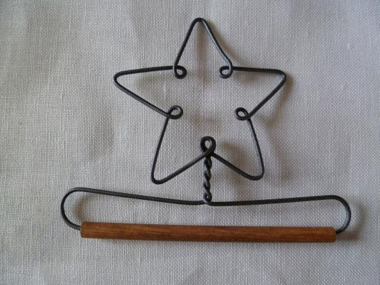 Cintre en métal et bois étoile de 10cm