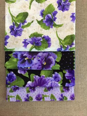 Lot de 4 Coupons de Tissus Grandes Violettes 45x55cm