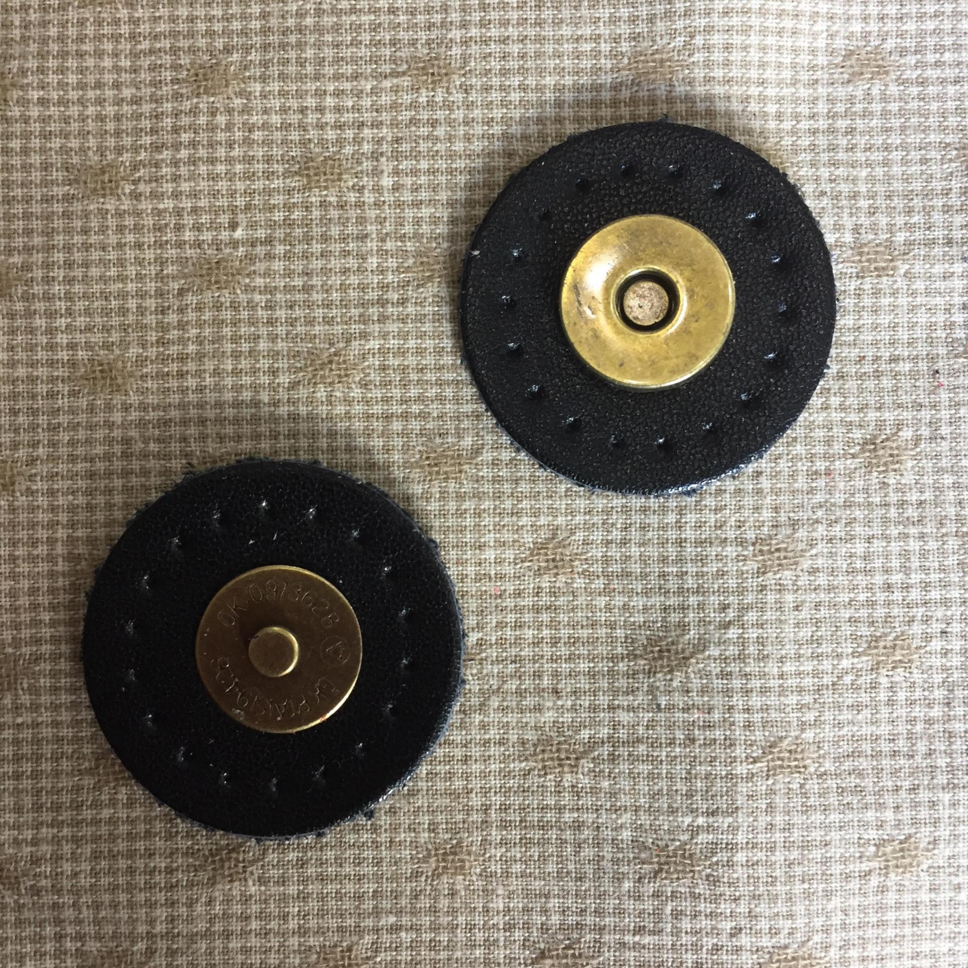 Pression aimantee cuir noir pour sac