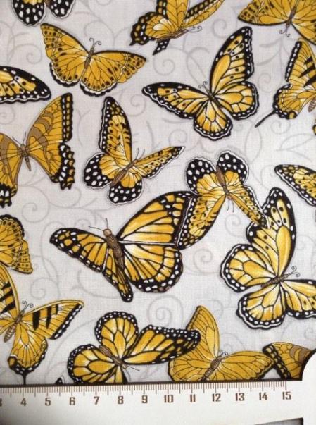 Tissu patch papillon sur fond gris 2