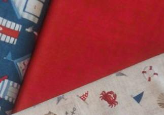 Tissu rouge coquillages