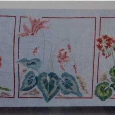 3 fleurs, 3 rouges etc... N° 1067 Au Fil de Martine