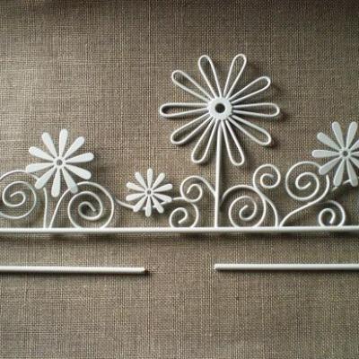 Cintre en métal blanc fleur et arabesque 21cm Rico Design