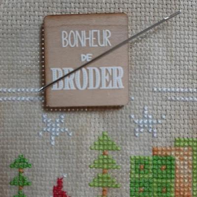Aimant Porte Aiguilles 'Bonheur de Broder' en Blanc
