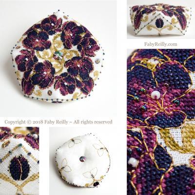 Biscornu Tulipe Noire - Faby Reilly Designs