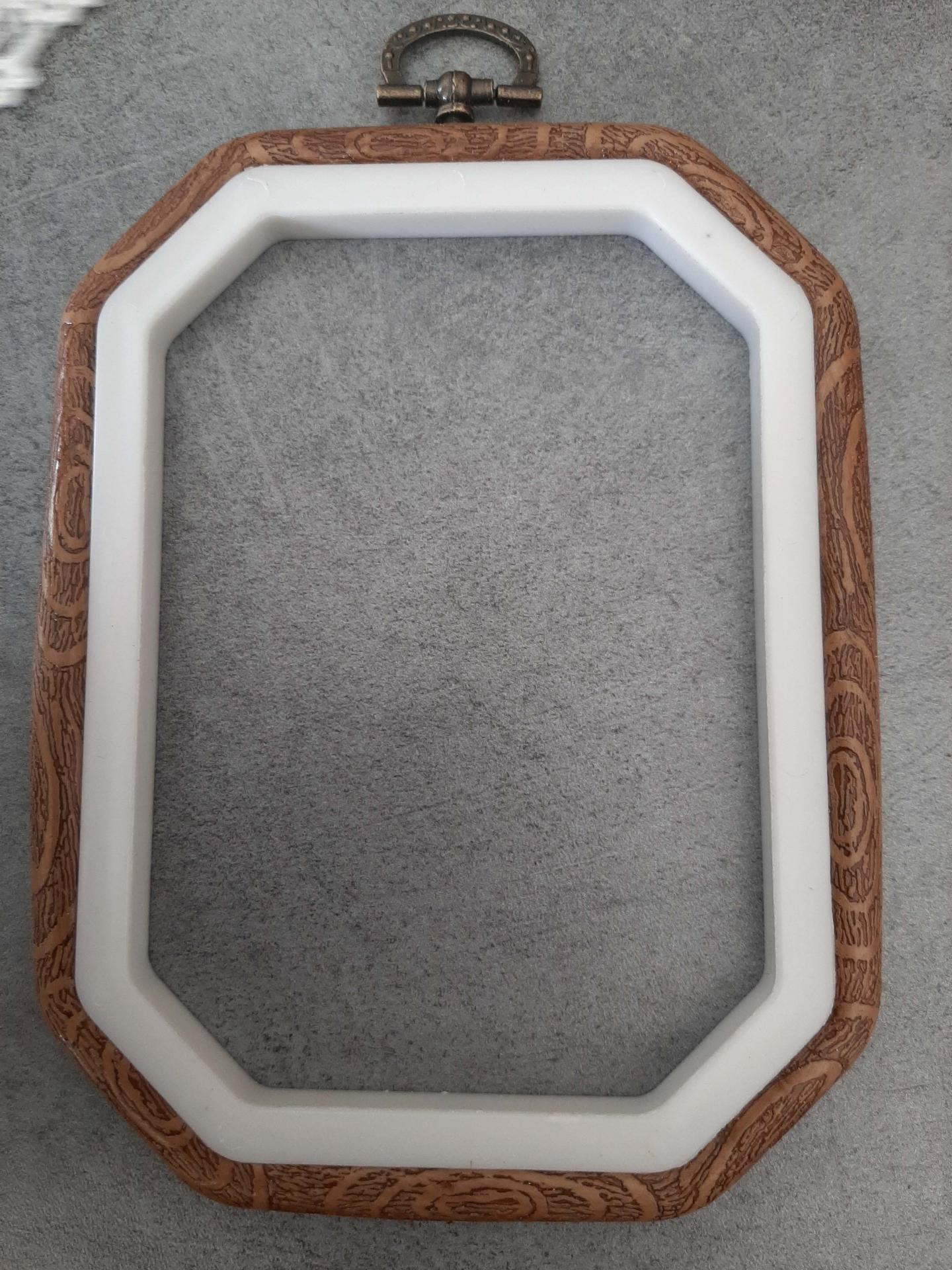 Cadre a broder decoratif style bois octogonal 15x11 cm