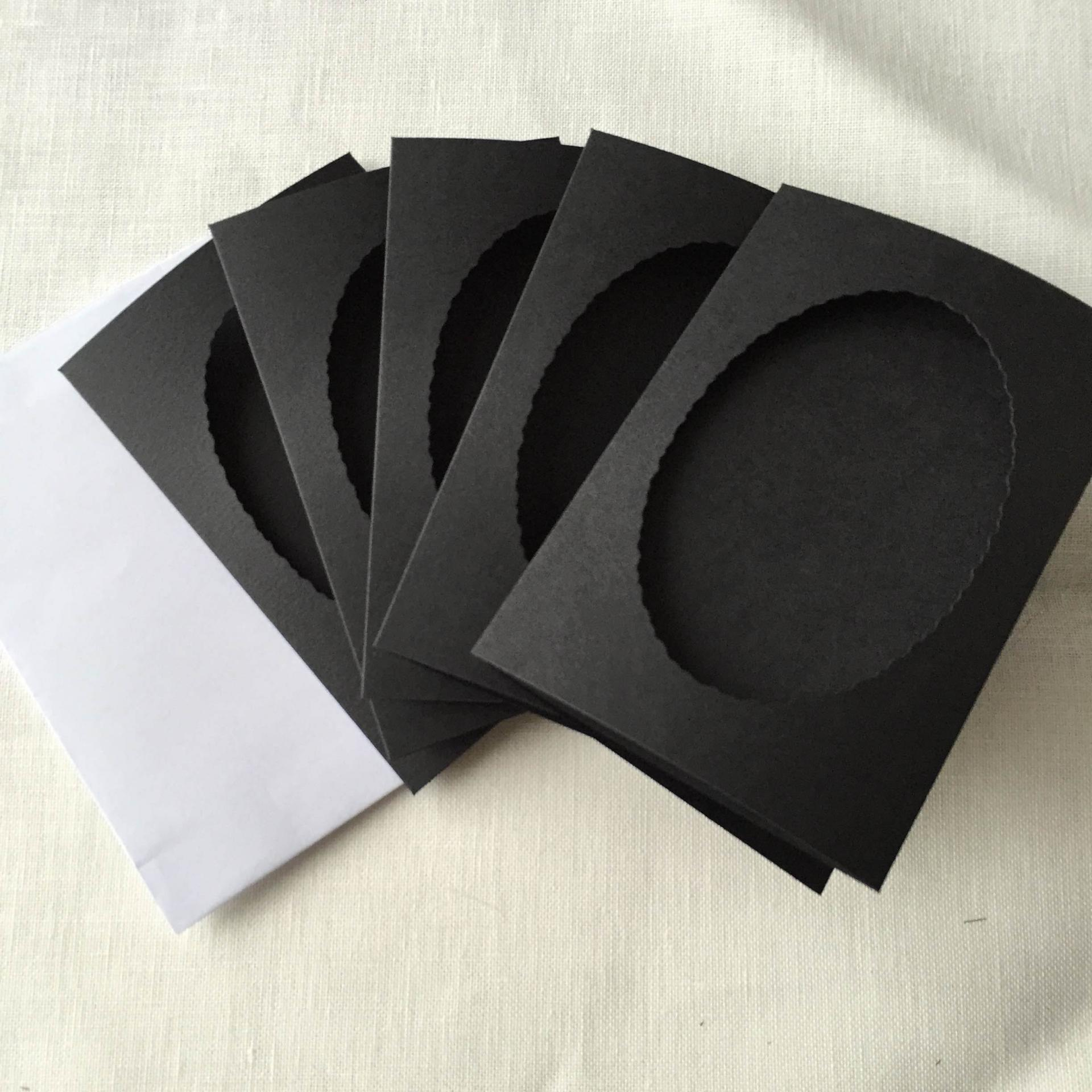 Carte noire ovale