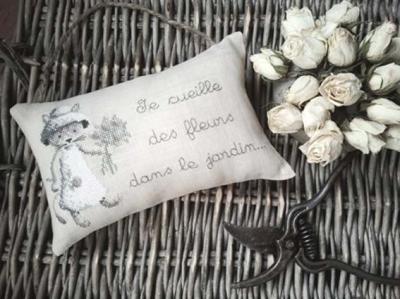 Chaton au bouquet de fleurs Le Lin d'Isabelle