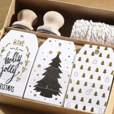 Kit de 30 Etiquettes Or pour cadeaux de Noel avec cordon et 2 tampons