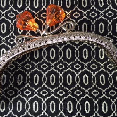 Fermoir Porte Monnaie Nickel avec Diamant en Cristal  Orange 12,5cm