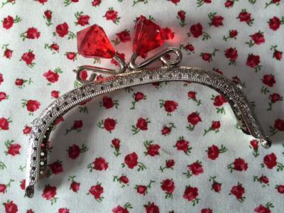 Fermoir Porte Monnaie Nickel avec Diamant en Cristal  Rouge 12,5cm