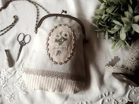 Le sac au boutquet d anemone