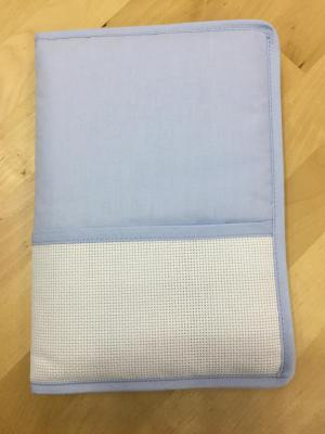 Protège Carnet de Santé à broder Bleu DMC