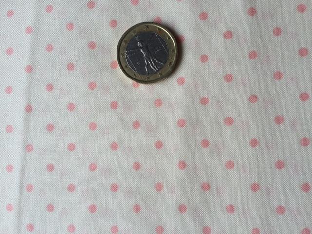 Tissu a pois rose sur fond creme 2